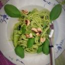 Kesäkurpitsaa, spagettia ja pinaatti-cashewpestoa