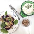 Syyssalaatti: Paahdettuja punajuuria, saksanpähkinöitä ja fetakastike