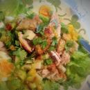 Kanaa, kananmunia, manchegoa ja avokado-mangosalsaa