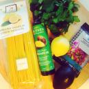 Sitruunapasta avokadon ja pistaasipähkinöiden kera