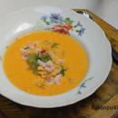 Maissi-porkkanakeitto katkarapucevichen ja maissilastujen kera