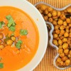 Tomaatti-kookoskeitto & maustetut kikherneet