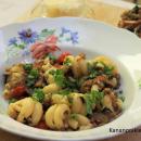 Munakoiso-sardellipasta ja pienet bruschetat