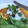 Tonnikala-porkkanamunakas fetalla, oliiveilla ja tsatsikilla