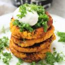 Porkkana-kikhernepihvit ja tahinikastike