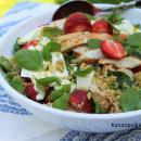 Freekeh- salaatti mansikoilla, fetalla ja kanalla