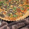 Gluteeniton suppilovahvero-lehtikaalipiirakka