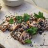 Lohipastrami, wasabiavokado & siemennäkkäriä