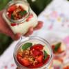 Mansikoita, mantelicrumblea ja mascarponemoussea