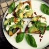 Avokado-mozzarellabruschetat