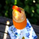 Kesäpäivän persikkainen bellini