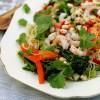 Rapsakka katkarapu-nuudelisalaatti & maapähkinäkastike