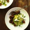 Kesäkurpitsaspagetti & avokadopesto