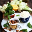 Paahdetut varsikukkakaalit ja sitruunainen pesto