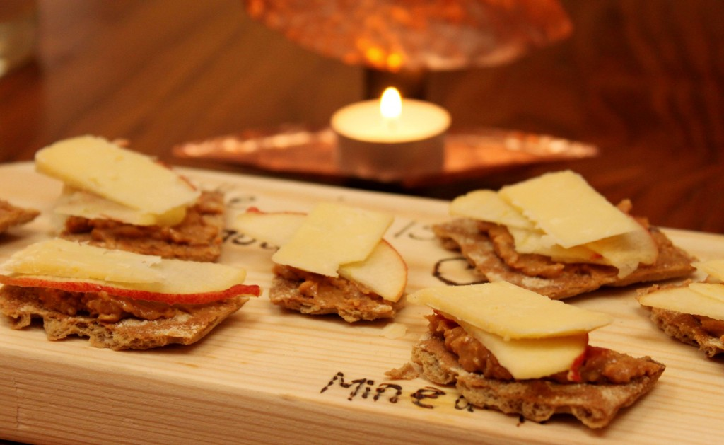 Maapähkinä-juustonäkkärit