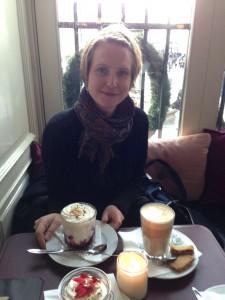Ris a la mandelilla herkuttelemassa Cafe Nordenissa 2013