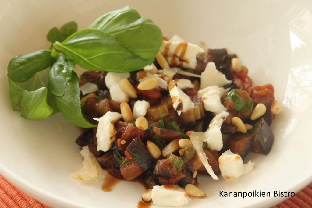 Caponataa, mozzarellaa, pinjansiemeniä ja basilikaa