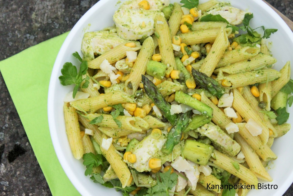 Kana-parsa-pastasalaatti