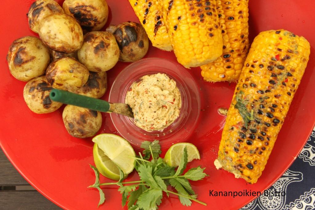 Chili-limevoi ja grillattua maissia ja perunoita