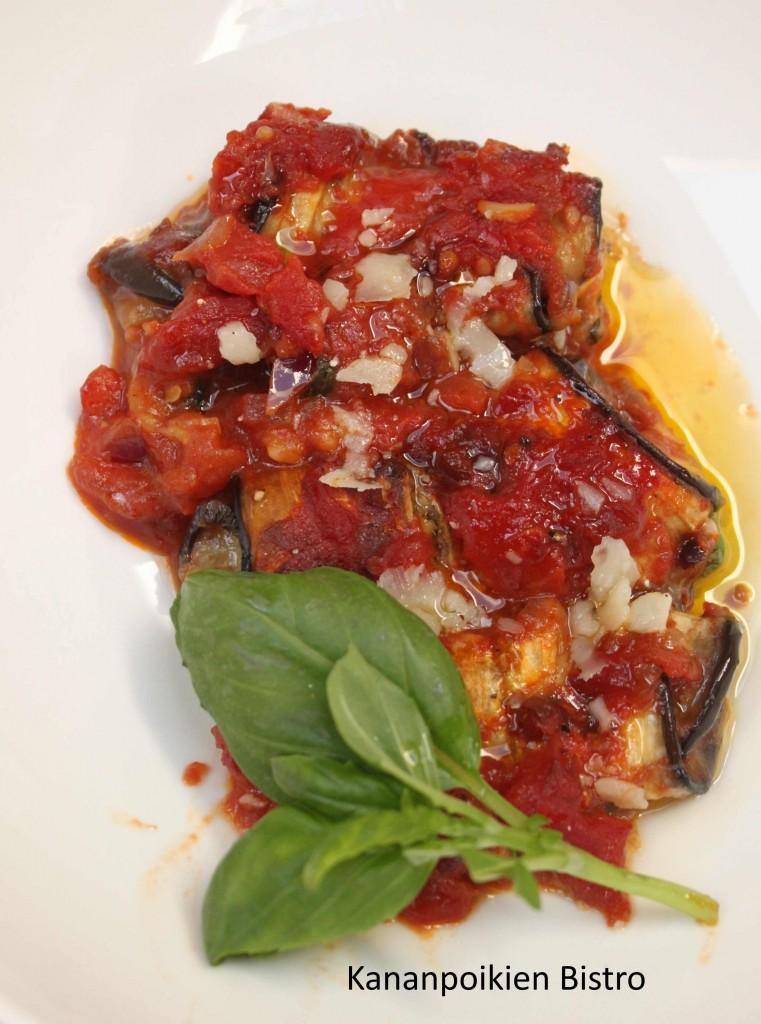 Munakoisorullat tomaattikastikeessa