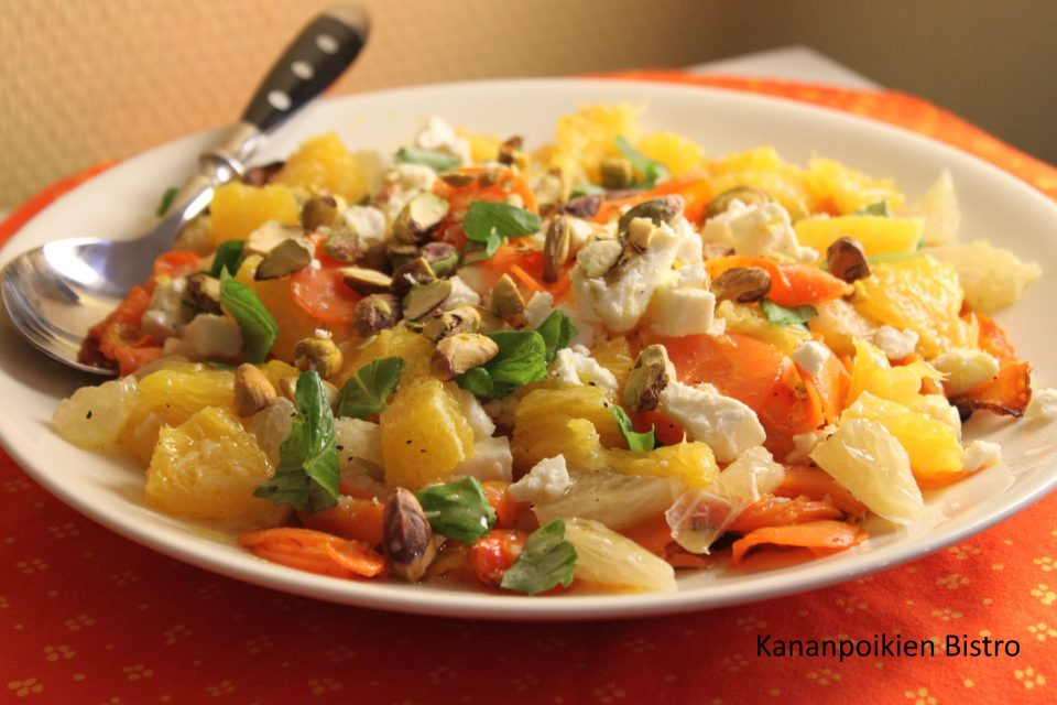 Porkkana-sitrussalaatti fetalla ja pistaasipähkinöillä