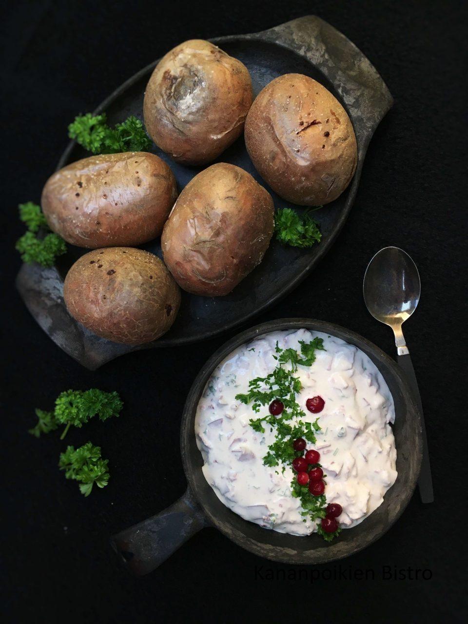 Uuniperunat poro-piparjuurijuustotäytteellä