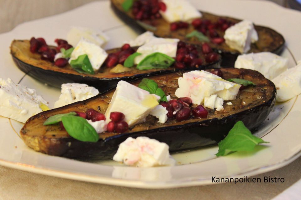 Paahdetut munakoisot, kvinoa-tabbouleh & fetaa