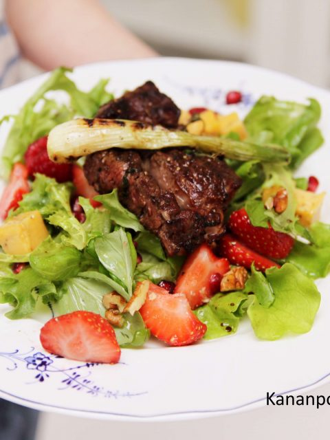 Grillattu entrecote & marjaisa mustapippuricheddar -salaatti